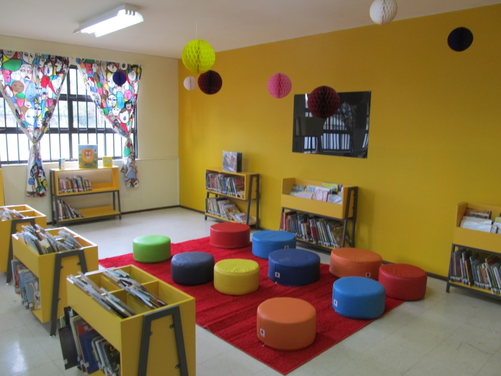 Biblioteca escolar fundaci n la fuente for Decoracion de interiores estudiar
